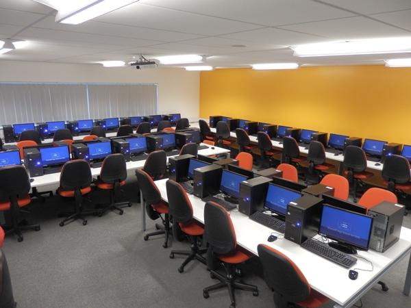 전체 리눅스 PC를 사용중인 PC실
