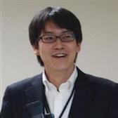 일본 OSS 추진 포럼 이사진히타치 회사의 OSS 솔루션 센터의 부문 관리자. 가와이 료