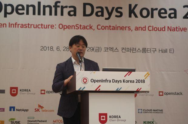 조재홍 NIPA 공개SW진흥팀장이 지난 28일 열린 '오픈 인프라 데이 코리아 2018' 에서 강연을 하는 사진