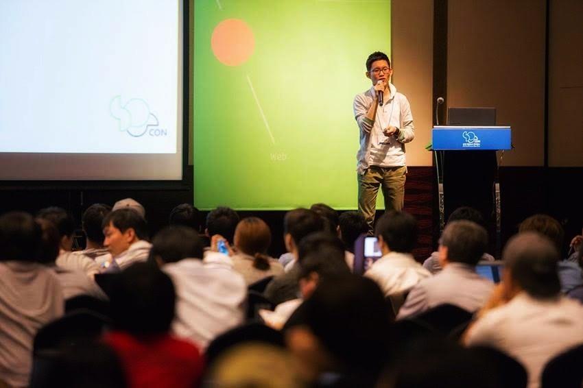 삼성전자 재직 당시 삼성오픈소스컨퍼런스(SOSCON2014)에서 발표하는 모습