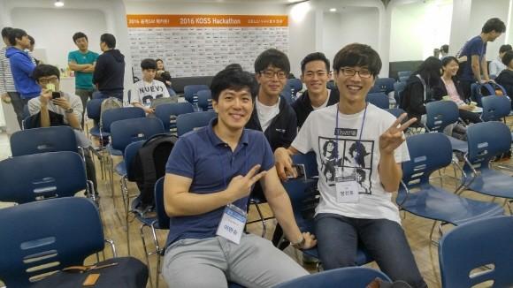 2016년 NIPA 컨트리뷰톤에 처음 참여했을 때 사진. 왼쪽에서 두번째가 나동희 개발자